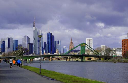 Frühling: Frankfurter Skyline