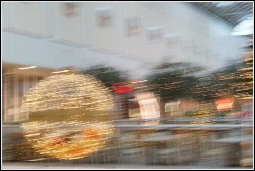 bewegende Weihachtskugeln in der Coronazeit